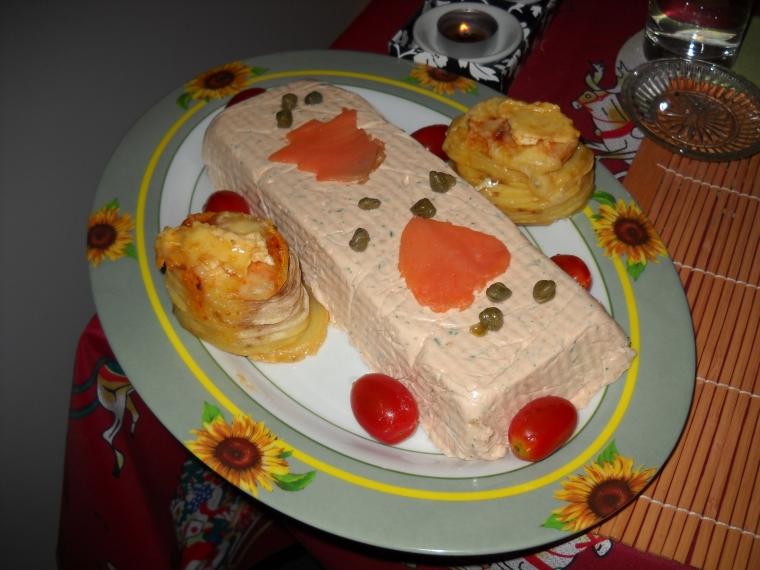 Mousse de salmón con milhojas de papas